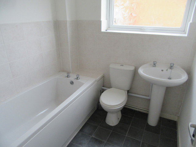Norwich bathrooms 212 norwich drive upton smith and sons for Bathroom design norwich
